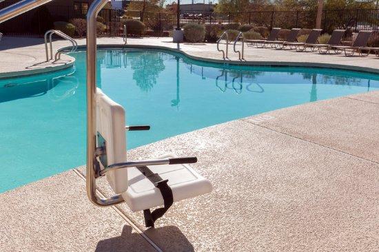 Holiday Inn Express Henderson: Pool
