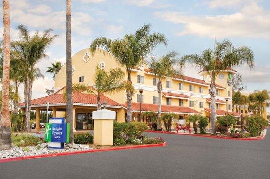 Holiday Inn Express San Diego - Escondido : Exterior