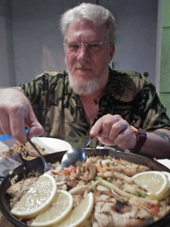 """The seafood/chicken Paella was outsanding! Loved the """"socarrrat"""" style..."""