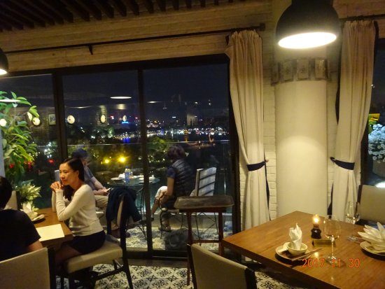 Cau Go Vietnamese Cuisine Restaurant: レストラン内部