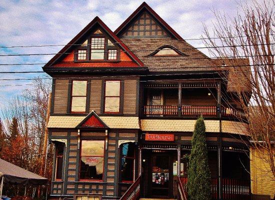 TarBoush Lebanese Bistro & Bar: The building
