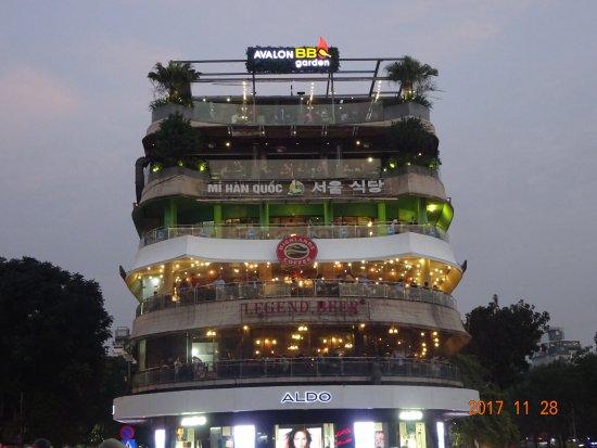 Cau Go Vietnamese Cuisine Restaurant: レストランのビル