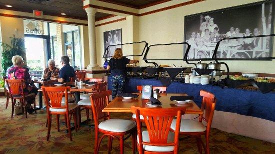 Padrino's Cuban Cuisine: Dining room