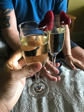 Wentworth Falls, Australia: Champagne on arrival