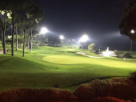Montgomerie golfbaan Belek verlicht - Bild von The Montgomerie Maxx ...