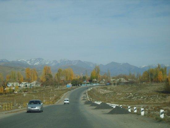 Grigoryevka, Kirgistan: Дорога и мост ведущие  в Село Григорьевка Иссык-кульской обл.