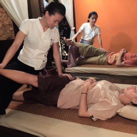 ERAWAN Thai Traditional Massage - Tokyo: The Buddha image and Thai Traditional style decoration in Erawan Roppongi.