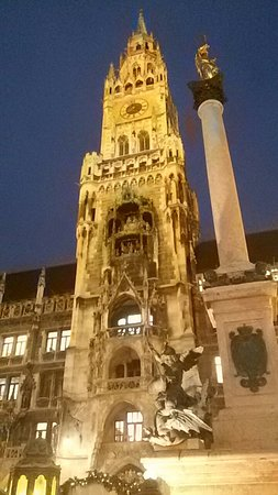 New Town Hall (Neus Rathaus): 20171205_165829_large.jpg