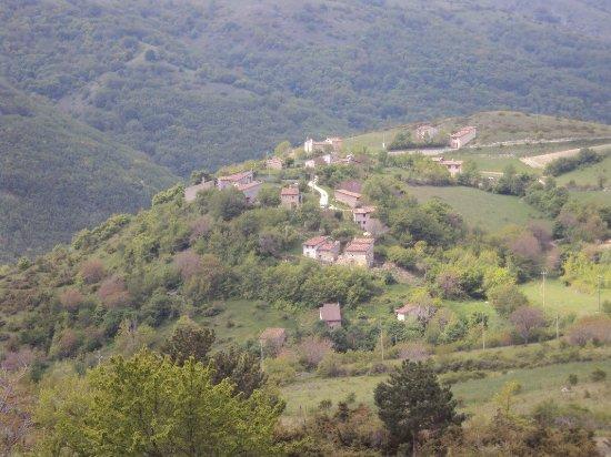 L'Aquila, Italy: San Pietro della Ienca (o Jenca o Genca) è uno dei 99 borghi che nel XIII secolo hanno contribui