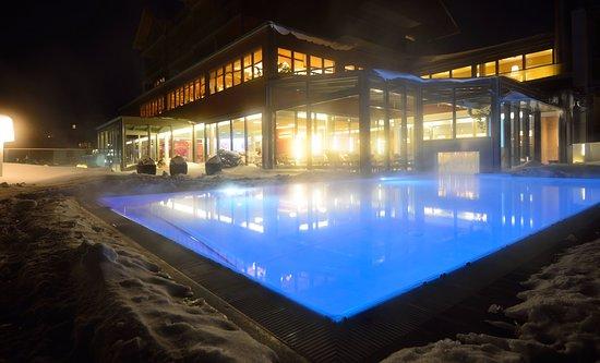 Beheizter Außenpool im Winter (c) Dorfhotel Fasching_Kurt Elmleitner ...