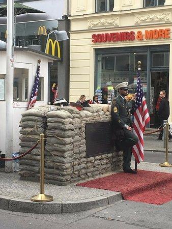 Mercure Hotel & Residenz Berlin Checkpoint Charlie: пропускной пункт Чарли