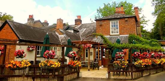 Taplow, UK: Fantastic sun drenched patio