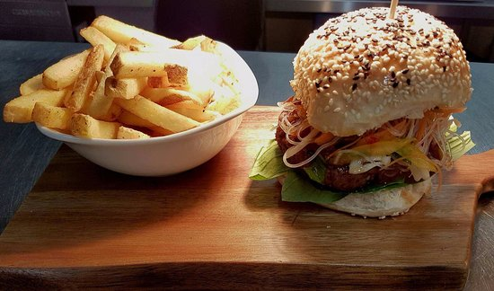 Watton, UK: Oriental Duck Burger Special