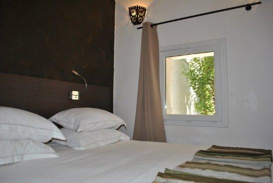 Salle de bains avec douche l 39 italienne bild von le for Boutique hotel marseille