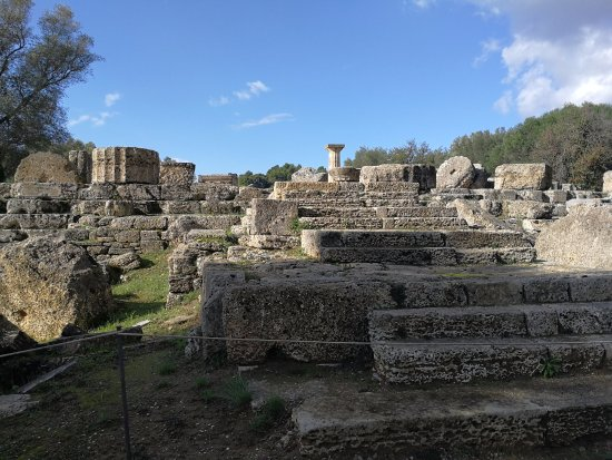 Ancient Olympia: Храм Зевсу.