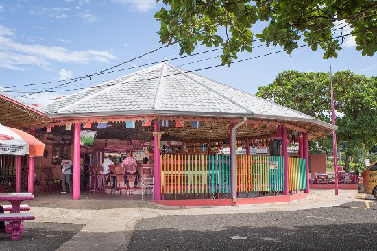 Discovery Bay, Jamaica: Cheery place to stop
