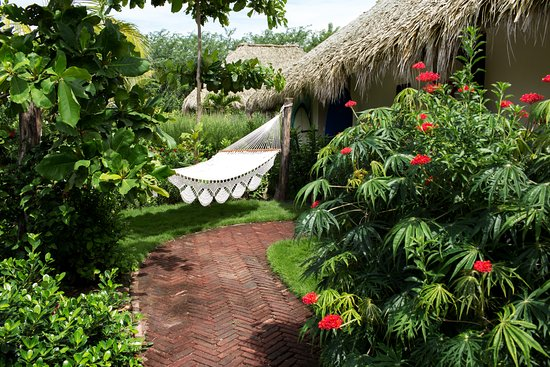 Tola, Nicaragua: Every room comes with a garden area in front of the suites