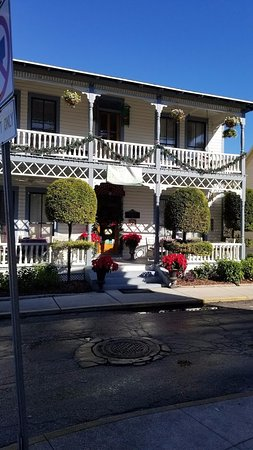 Carriage Way Bed & Breakfast: Street View of the B&B