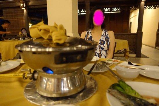 ラグーナ レダン アイランド リゾート, 一食だけディナーがお鍋料理でした