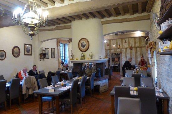 Nitry, فرنسا: la salle à manger