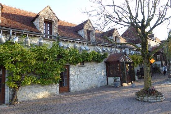 Nitry, فرنسا: la façade d'entrée