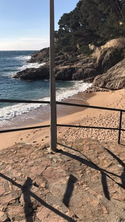 Tamariu, España: Steps down to the smaller bit of beach to the right (as you look at the sea)