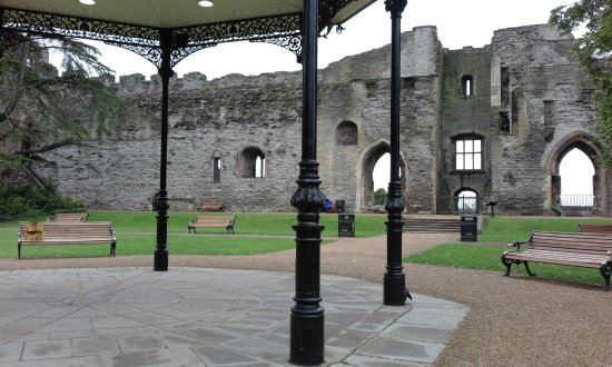 Newark-on-Trent, UK: Seating at castle