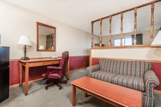 Maysville, KY: 1 King Bed Suite Room