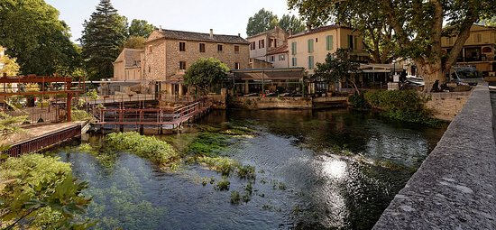 Luberon, Fransa: Fontaine de Vaucluse ...
