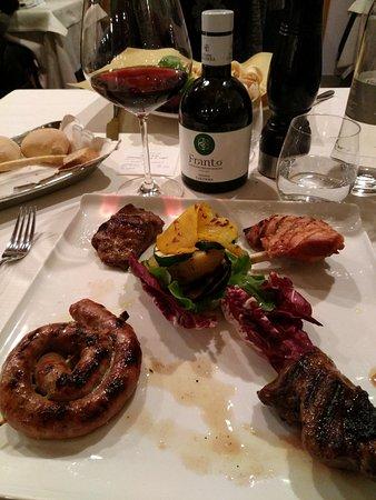 Capiago Intimiano, Italie : grigliata di carne