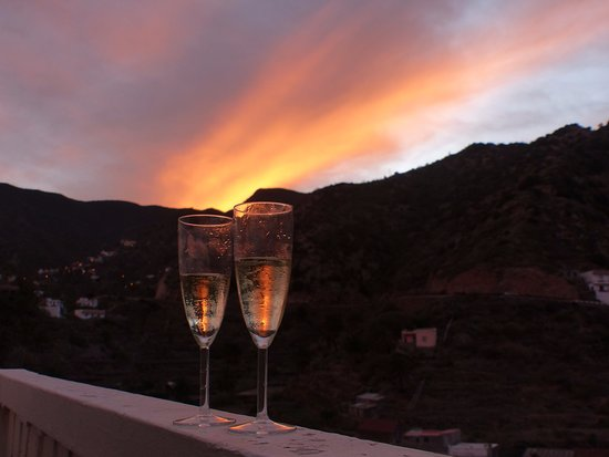 Hotel Anaterve: Sunset and cava from our balcony!