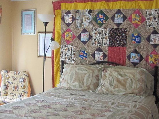 The Ginger Cat Bed & Breakfast: This is the Zachary Room.  It is the pet-friendly room.
