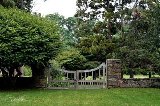 Bristol, RI: Gardens and stone walls make the Inn at Mount Hope Farm special