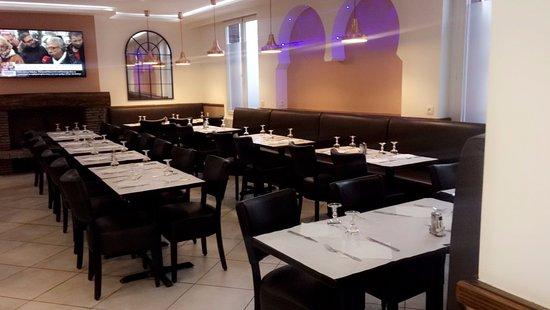La Courneuve, ฝรั่งเศส: Les Deux Frères spécialité Algérienne et Italienne 100% Halal