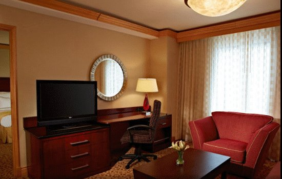 North Bethesda, MD: Executive Suite adjoining King-Size Bedroom