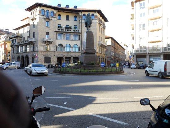 Province of Bergamo, Ιταλία: La rotonda Garibaldi