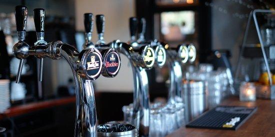 Uithoorn, Ολλανδία: Verschillende bieren worden geschonken vanaf tap