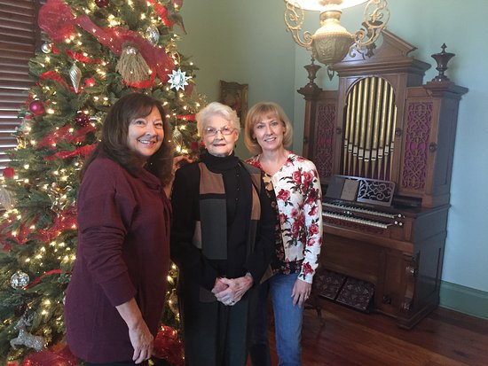 Columbus, MS: Christmas time at Tennessee Williams early home