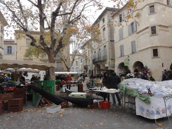 Uzes, Francia: marché 5