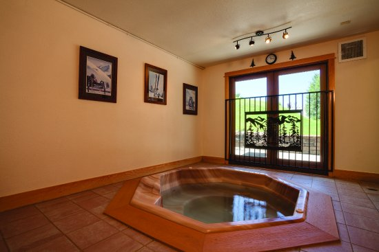 Gentil Ski Inn Condominiums: Indoor Hot Tubs