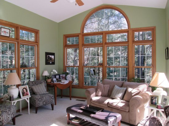 Fredonia, PA: Sunroom with great views of the ravine.
