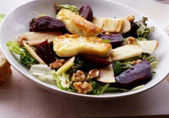 Standish, UK: The Secret Garden Coffee Lounge salad 😀