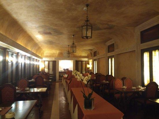 Palazzo Cardinal Cesi: Завтрак в такой атмосфере