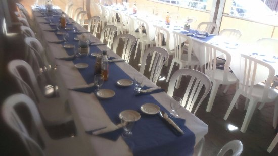 Arenas, Espanha: Mesas preparadas para reuniones