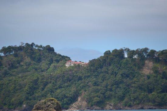 La Mansion Inn: vista del hotel desde el parque nacional Manuel Antonio