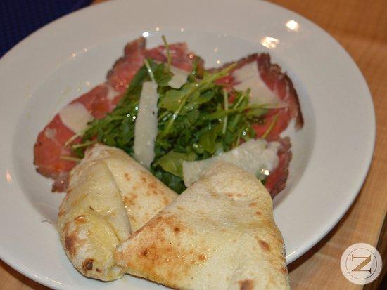 โคควิทแลม, แคนาดา: Doppio Zero - Vera Pizza Napoletana & Pasta 103-1655 Como Lake Avenue, Coquitlam, BC V3J 3P7