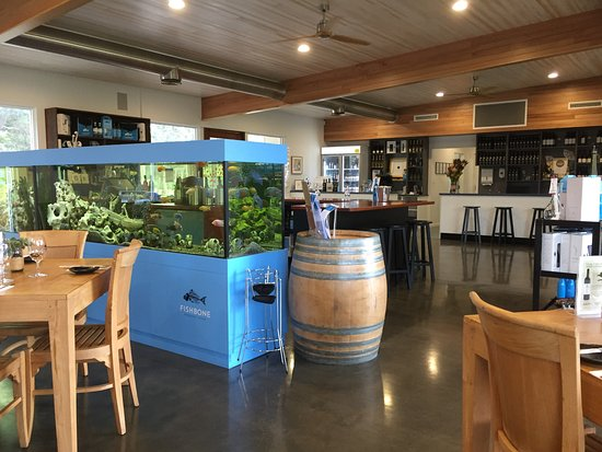 Wilyabrup, Avustralya: Restaurant and bar area