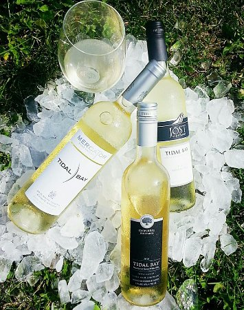 Wolfville, Καναδάς: Nova Scotia's signature appellation wine - Tidal Bay. Enjoy 3 in a flight at our bar.
