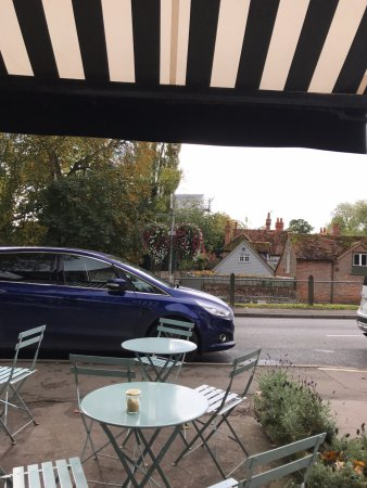 Goring-on Thames, UK: View from the table outside - overlooking George Michael's House