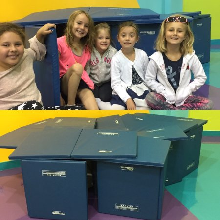 Μπάριε, Καναδάς: Building forts in the morning before school!